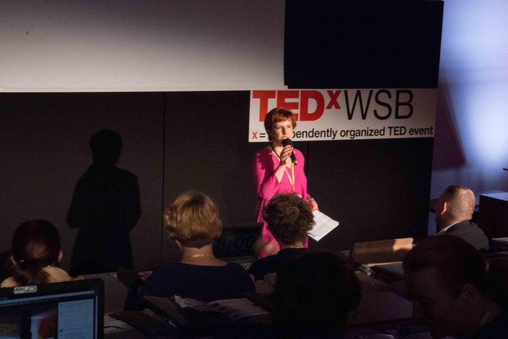 Agnieszka Lipka prowadzi TEDxWSB